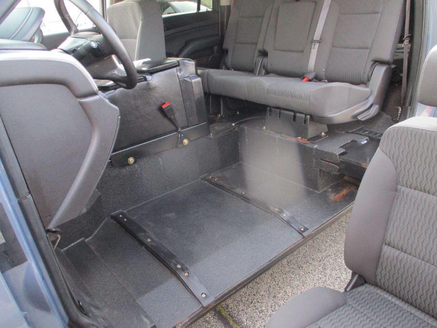 Gray Chevrolet Suburban image number 16