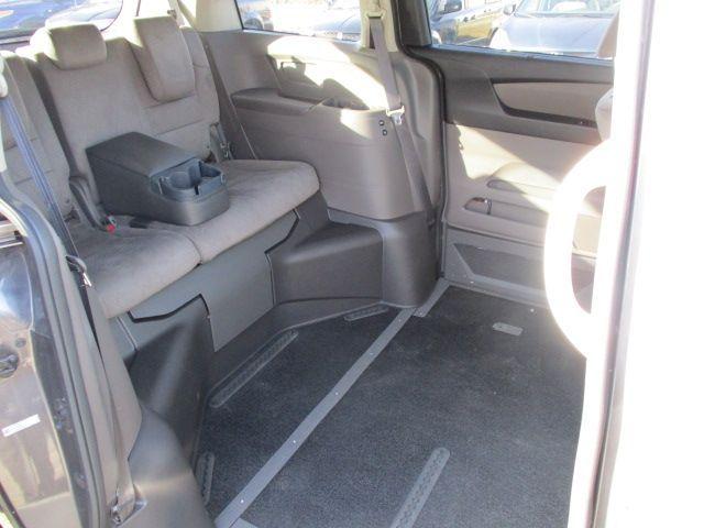 Brown Honda Odyssey image number 17