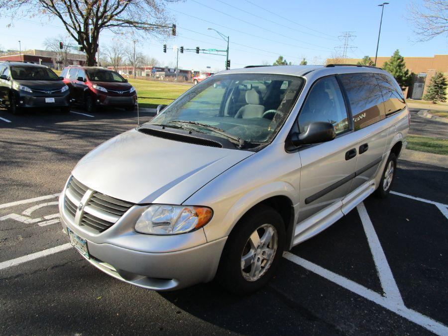 Dodge Grand Caravan image number 3