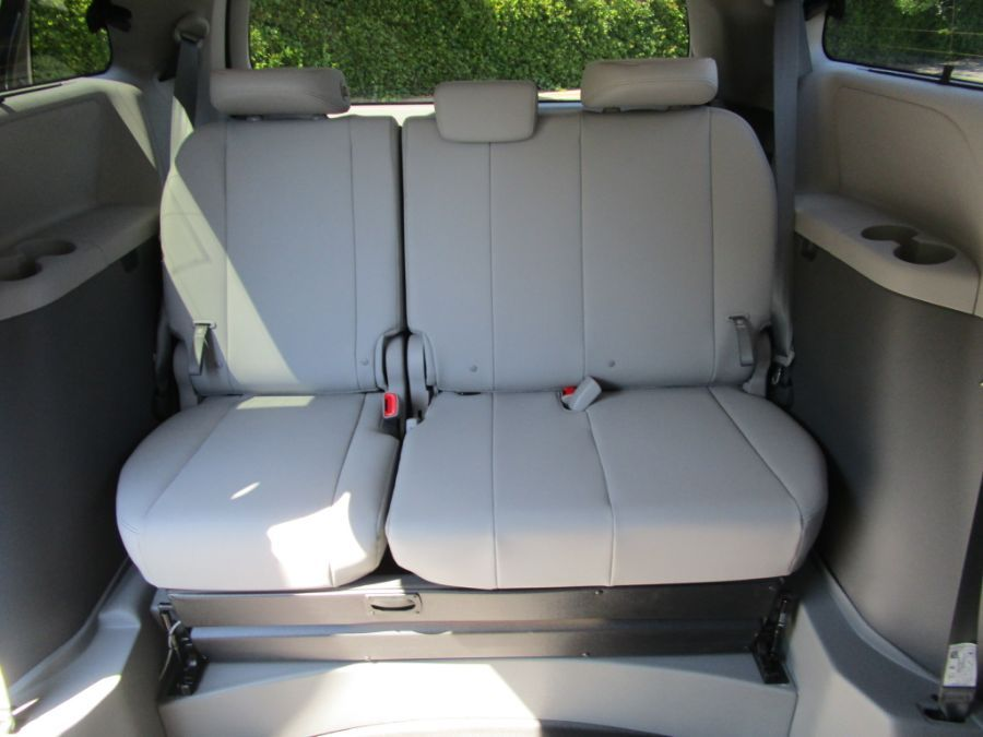 Green Toyota Sienna image number 14