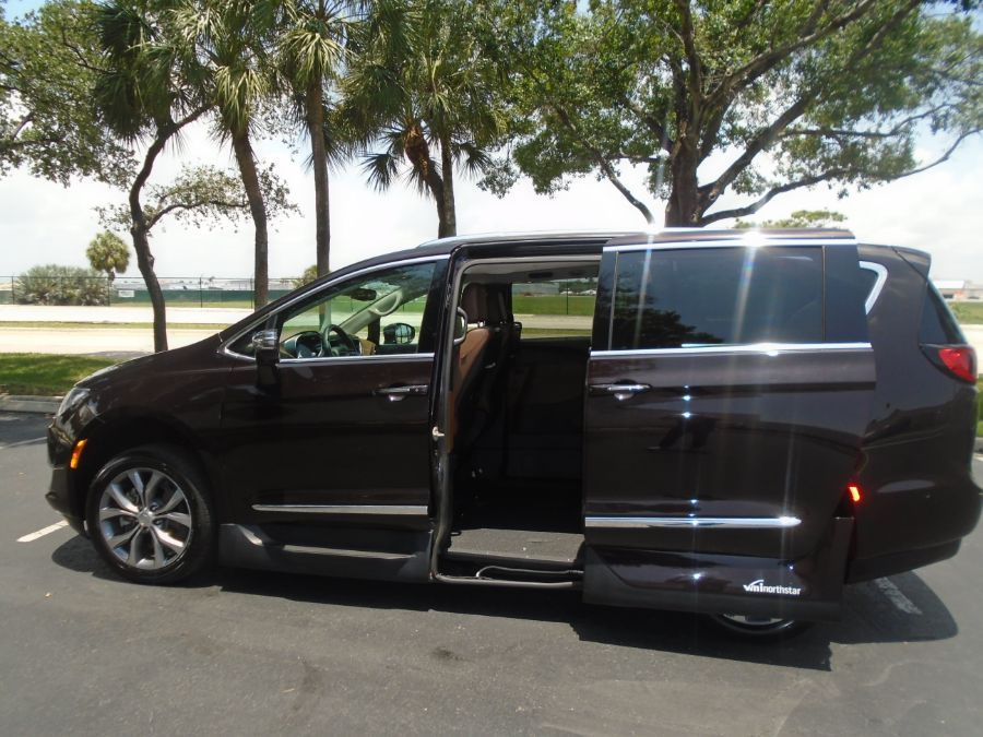 Brown Chrysler Pacifica image number 14