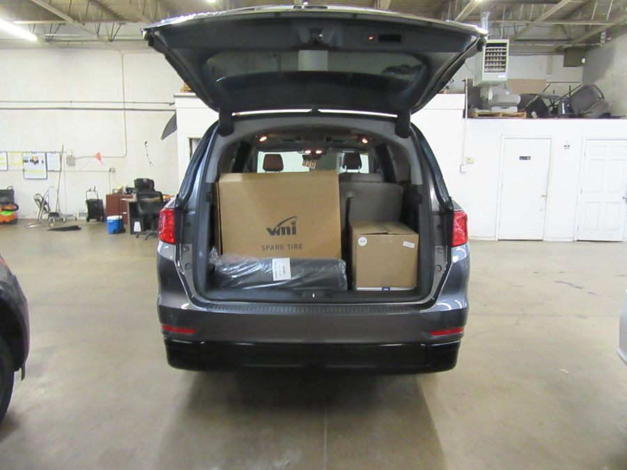 Gray Honda Odyssey image number 13