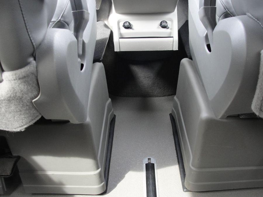 Gray Volkswagen Routan image number 10