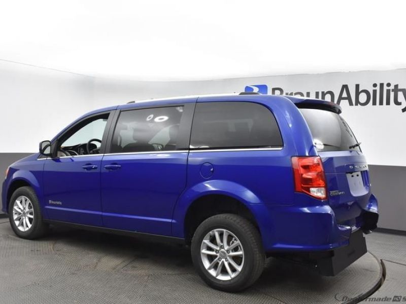 Blue Dodge Grand Caravan image number 4
