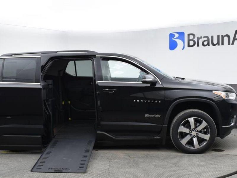Black Chevrolet Traverse image number 23