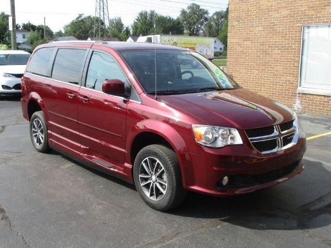 Red Dodge Grand Caravan image number 26