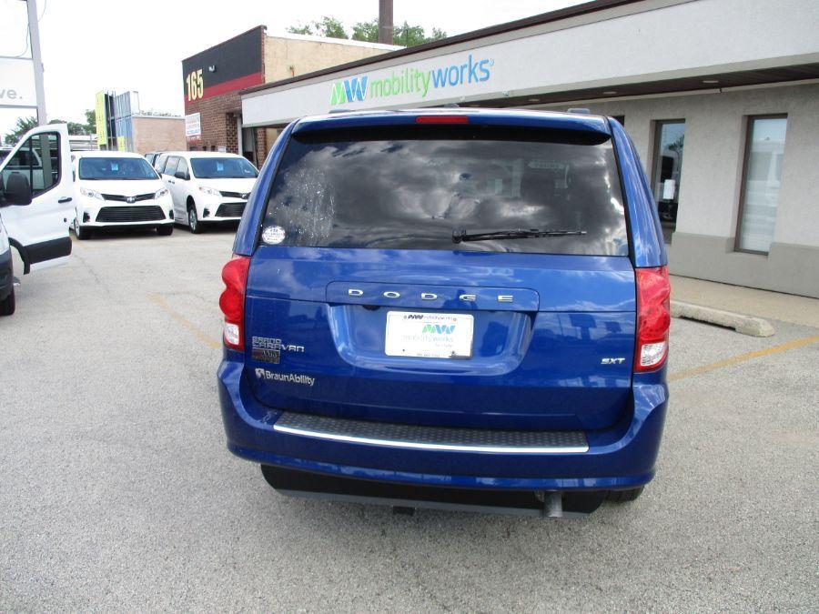 Blue Dodge Grand Caravan image number 16