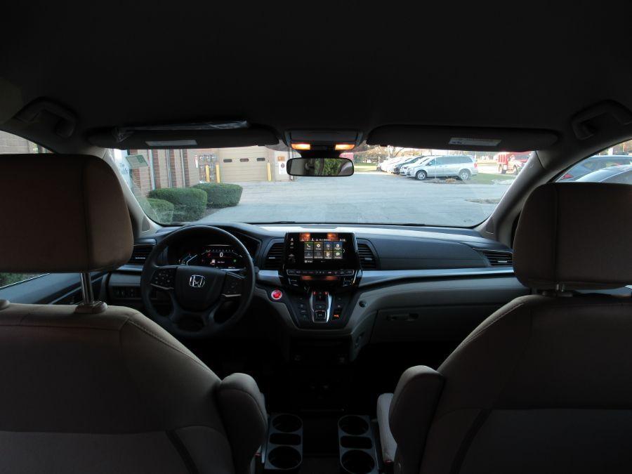 White Honda Odyssey image number 20