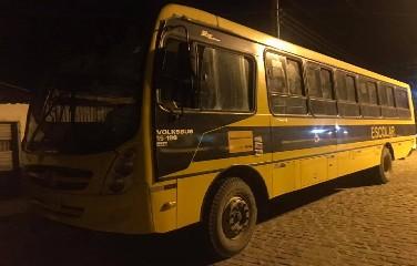 O veículo foi autuado e recolhido a um pátio na cidade de Euclides da Cunha