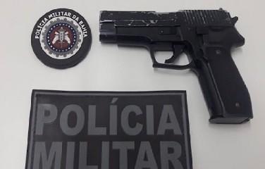 Adolescente leva arma de airsoft para escola e ameaça colegas