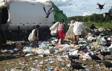 A condição é determinante para as prefeituras receberam verbas para aplicarem na limpeza pública e no descarte do lixo.