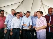 Governador Rui Costa entrega tratores agrícolas e assina Ordem de Serviço para construção de Sistema Integrado de Abastecimento de Água, no município de Tucano
