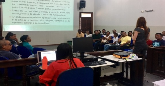 Curso prepara famílias pretendentes à adoção no município