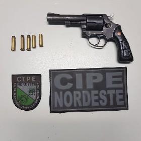 PMs encontraram um revólver calibre 38 com duas munições deflagradas e três intactas