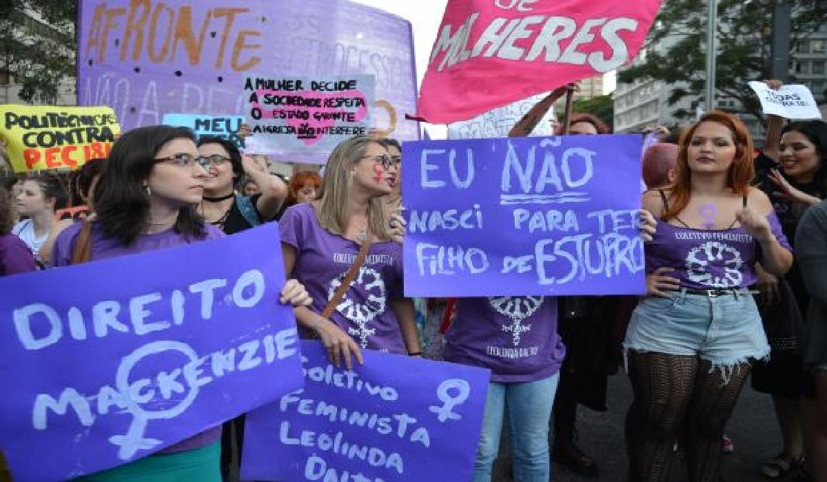 Mulheres protestam contra PEC 181 que pode criminalizar o aborto, na Avenida Paulista