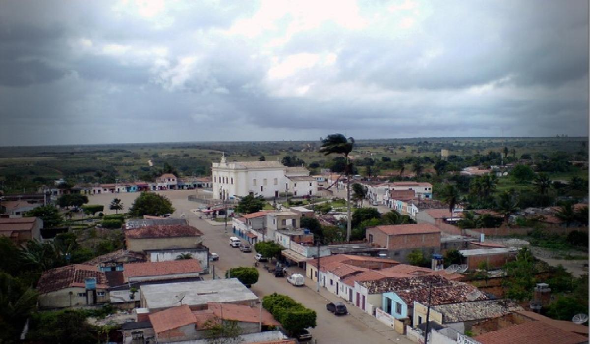 Água Fria, cerca de 150 km de Salvador.