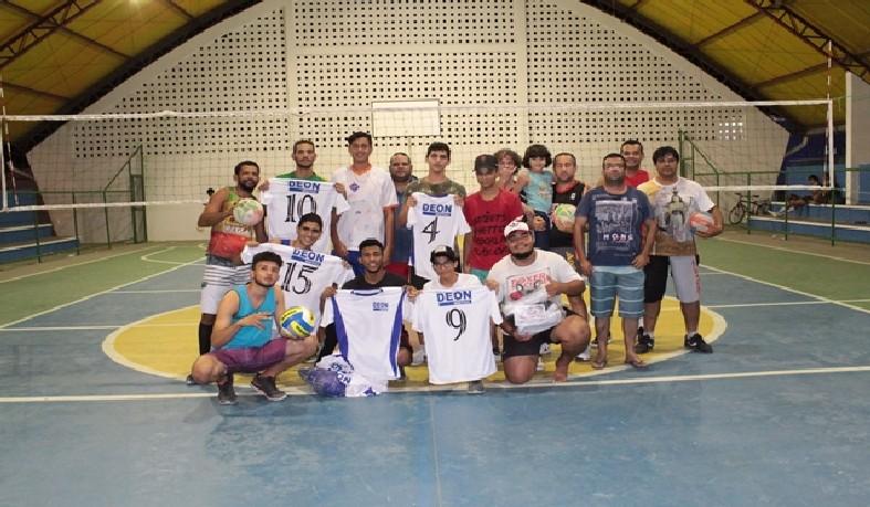 Os treinos do projeto Voleibol luzense acontecem na Quadra da Escola Dulcelita Bahia