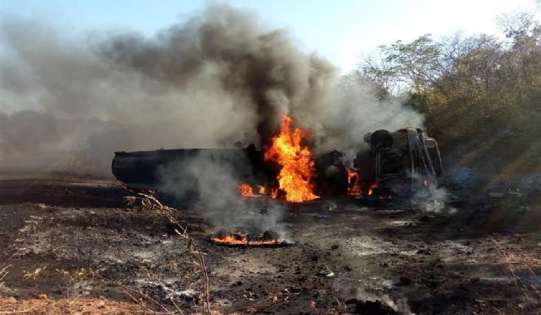 Caminhão-tanque explodiu na manhã desta terça-feira (26) na BA-449.