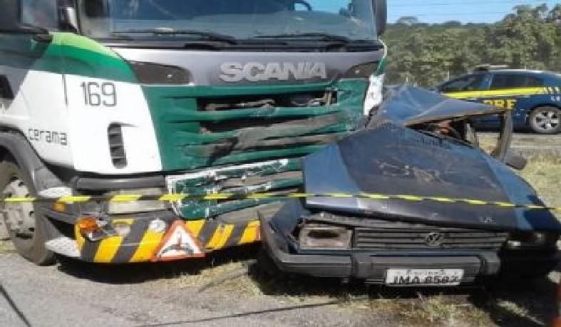 Vitimas estavam em um carro que fazia transporte clandestino
