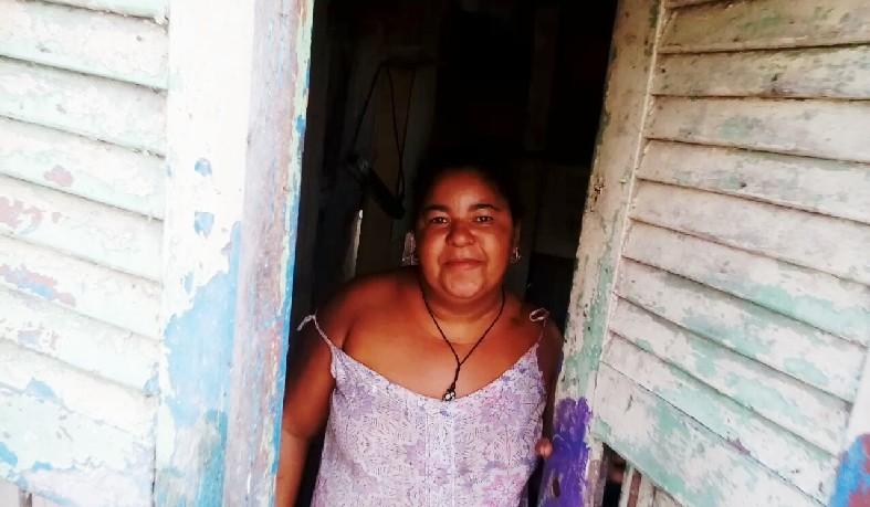Luzia de Jesus, mãe de 05 filhos, residente no lixão de Santa Luz