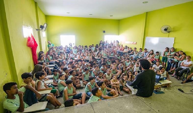 O evento foi realizado no auditório da escola