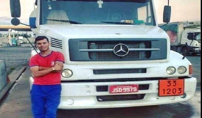 Jailton Carvalho, conhecido na cidade natal como 'Mocozinho', não resistiu e faleceu nas ferragens do veículo