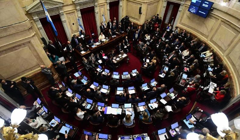 Senado da Argentina rejeita legalizar aborto no país