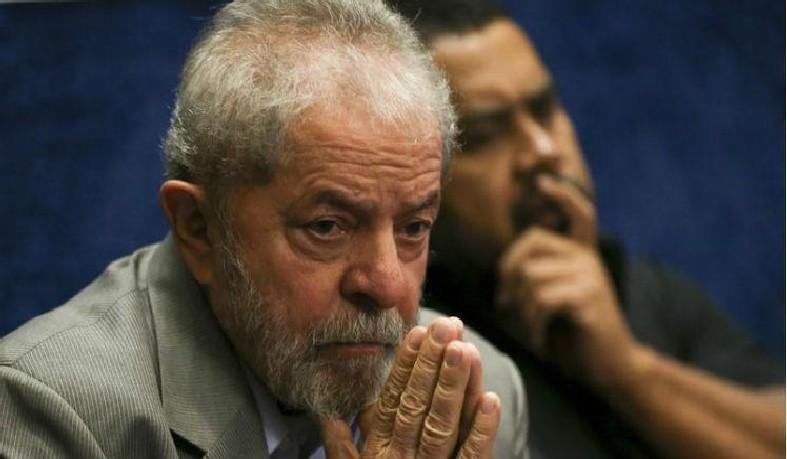 O ex-presidente cumpre pena de 12 anos e 1 mês em regime fechado