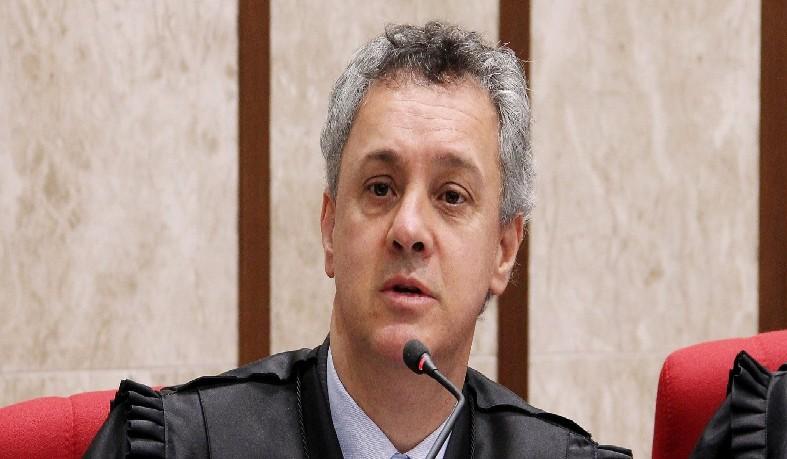 """Segundo a coluna Radar, da revista Veja, o magistrado disse considerar a """"única saída"""" para impedir liberação do petista"""