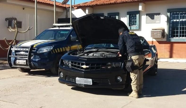 Carro de luxo é apreendido com placas falsas pela segunda vez