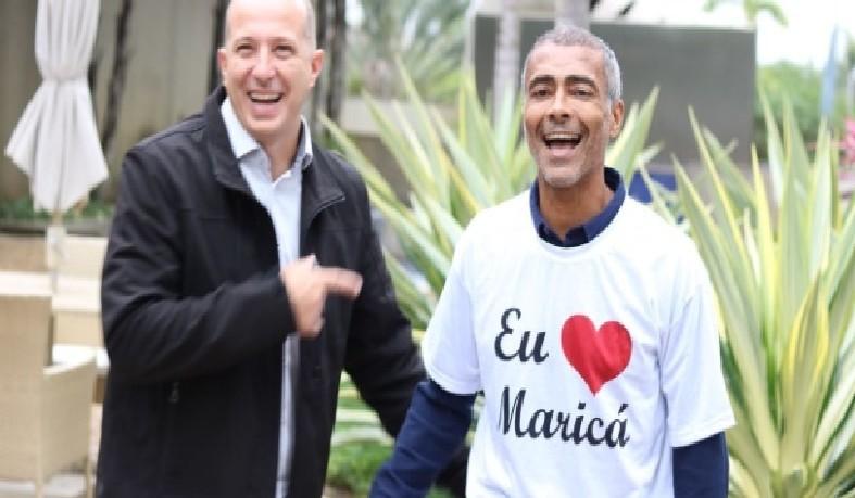 O deputado federal Marcelo Delaroli (PR) e Romário (Podemos) após o anúncio de composição da chapa concorrente ao governo do Rio