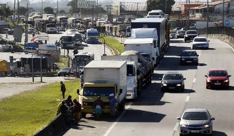 Ministro Alexandre de Moraes, do STF, diz que não é possível perdoar multas de caminhoneiros que participaram de greve