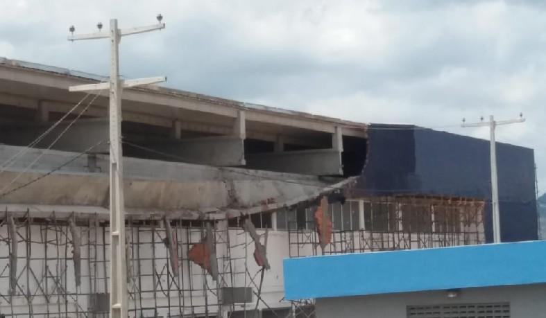 De acordo com a polícia, Adenilson Almeida da Silva, de 20 anos, trabalhava como ajudante de pedreiro na construção da nova sede da faculdade.