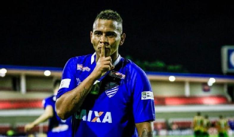 Walter comemora gol pelo CSA na Série B