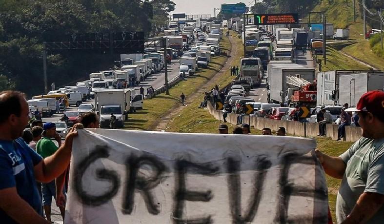 A UDC acusa o governo de não ter cumprido o prometido em relação ao preço do diesel, que na última sexta-feira (31) teve reajuste de 13%.