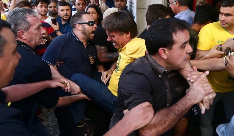 O presidenciável levou uma facada na região do tórax. Um suspeito foi preso.