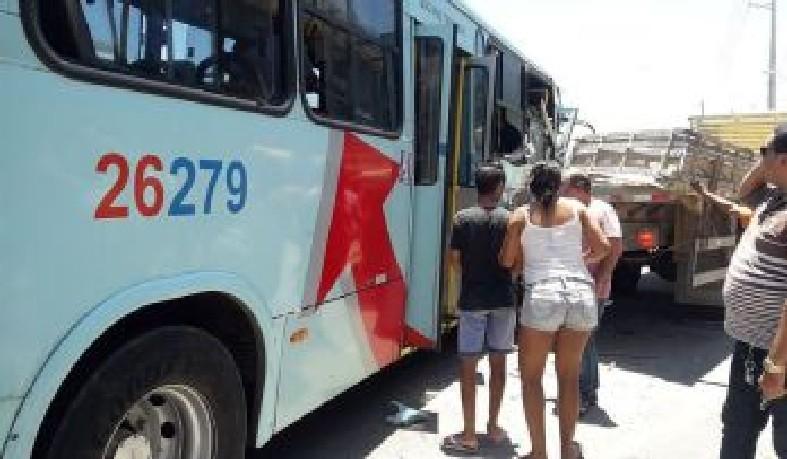A vítima amamentava no ônibus e percebeu que seria atingida na colisão