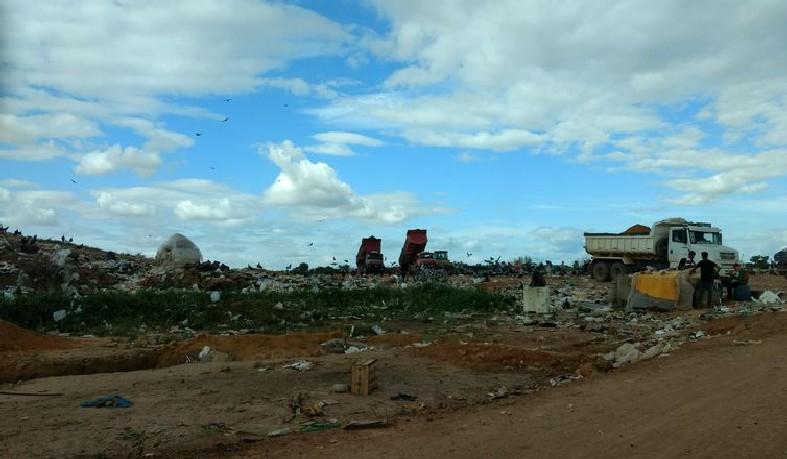 Os lixões ainda são uma realidade no país