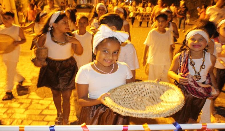 desfile percorreu pelas principais ruas do centro da cidade, e teve como tema 'África, terra dos nossos ancestrais'.