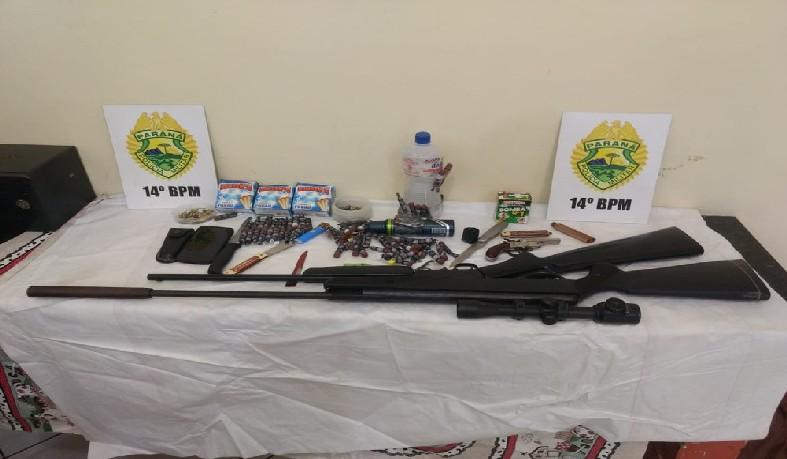 Na casa do adolescente, policiais apreenderam armas, munição e bombas caseiras