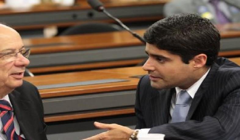 Contrário as declarações de Ronaldo de que votaria com Bolsonaro já no primeiro turno, Neto cancelou as atividades de campanha com o candidato