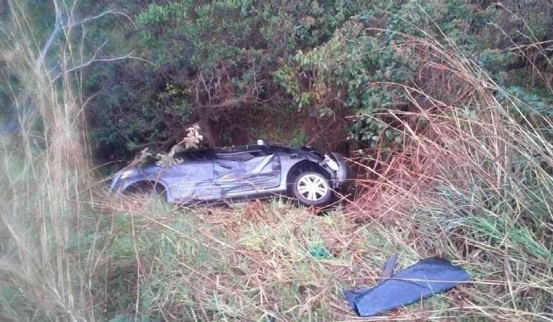 A criança foi a única sobrevivente e a família estava no carro acidentado em uma vala perto do local