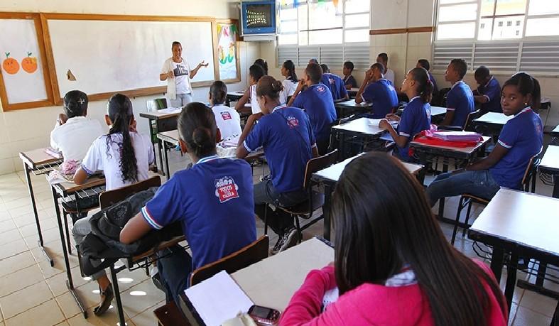 A maioria dos professores tem entre 30 e 39 anos. Mulheres representam quase 70% do corpo docente no país.
