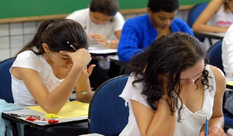 Estudantes fazem prova do Enem