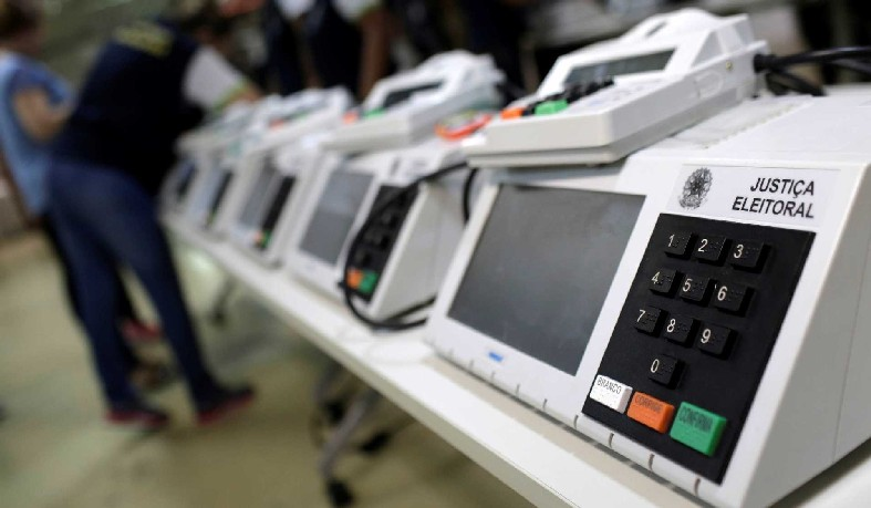 Amanhã também é o prazo final para que os representantes dos partidos políticos e coligações, a OAB e o MP peçam verificação das assinaturas digitais do Sistema de Transporte de Arquivos da Urna Eletrônica.