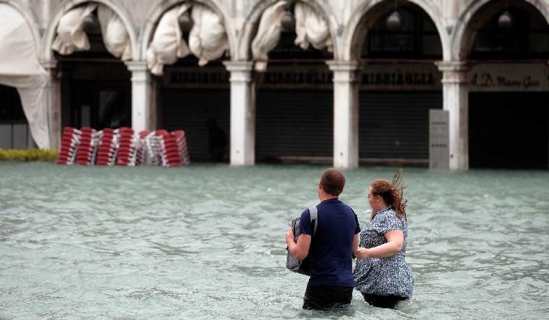 Na Ligúria, barcos ficaram amontoados e Portofino está isolada
