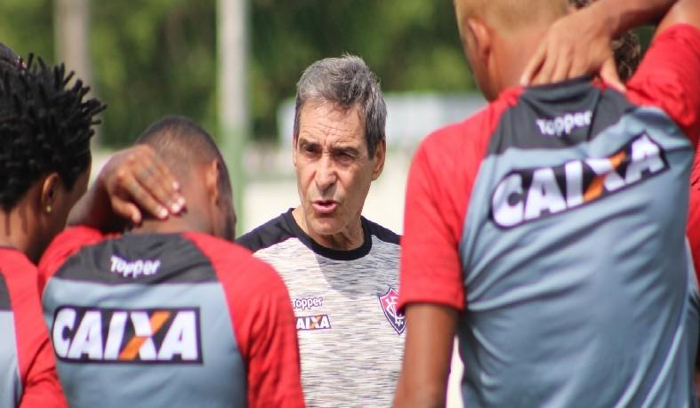 No lugar dele, assumirá o técnico João Burse, treinador do Sub-23 do Vitória