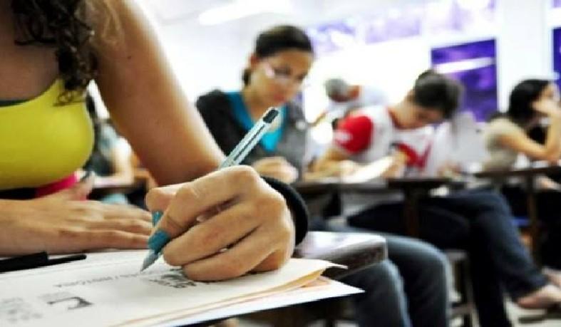Estudantes terão cinco horas para resolver 90 questões de matemática, física, química e biologia