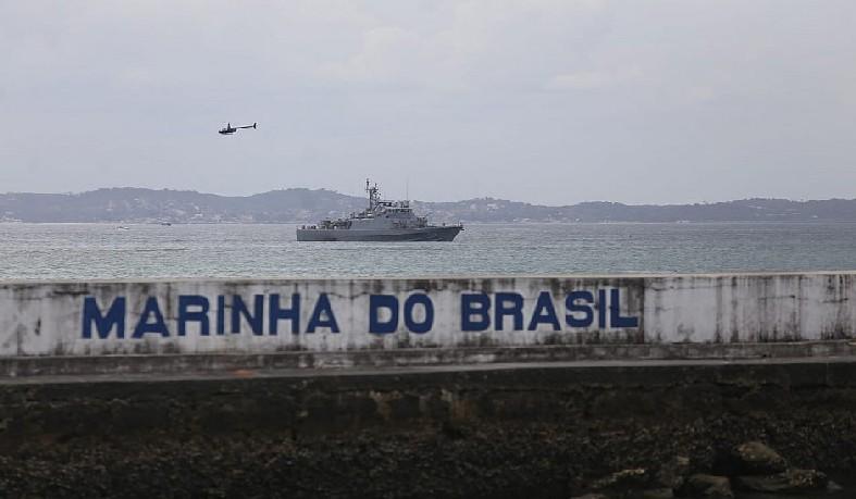 Trio esteve no Porto da Barra para curtir o pôr do sol enquanto praticava o esporte