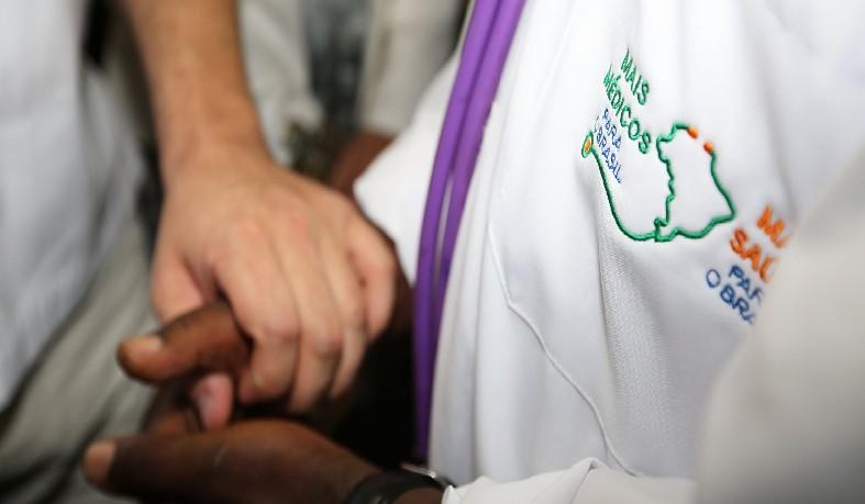 País manda profissionais para o Brasil desde o início do programa, em 2013 , em meio a polêmica sobre diploma e salários.